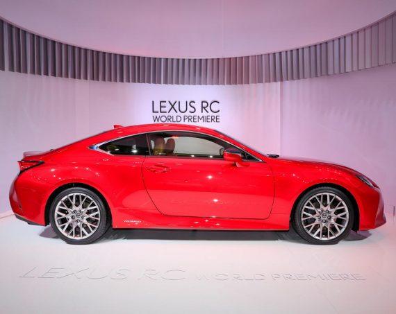 сбоку Lexus RC 2019 года