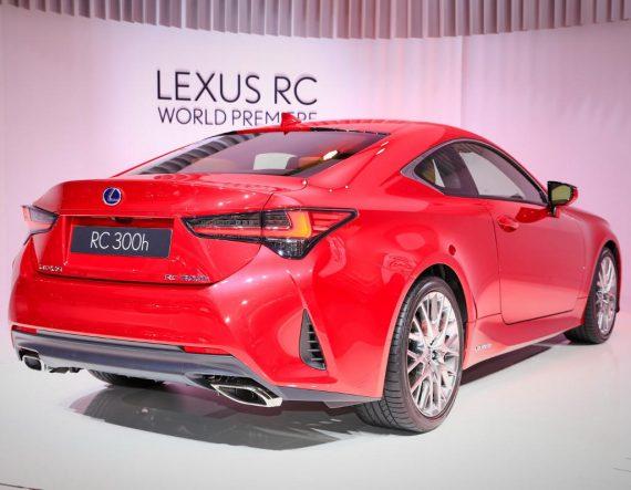задние фонари Lexus RC 2019 года