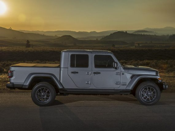 пикап Jeep Gladiator сбоку