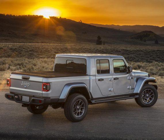 задняя часть Jeep Gladiator 2019 -2020