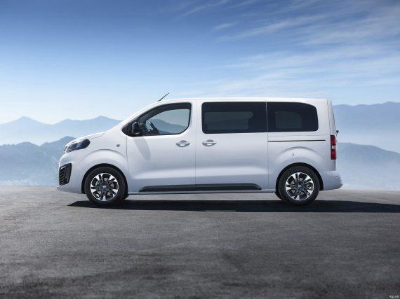Opel Zafira Life 2019 сбоку