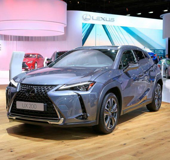 фото Lexus UX в России
