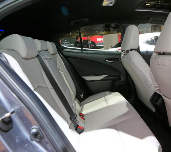 интерьер Lexus UX 2019