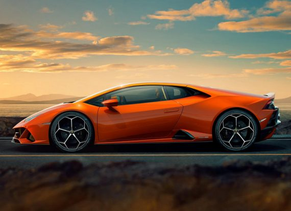 новый Lamborghini Huracan EVO 2020 сбоку