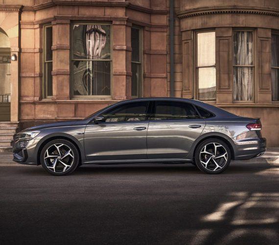 новый Volkswagen Passat 2020 сбоку