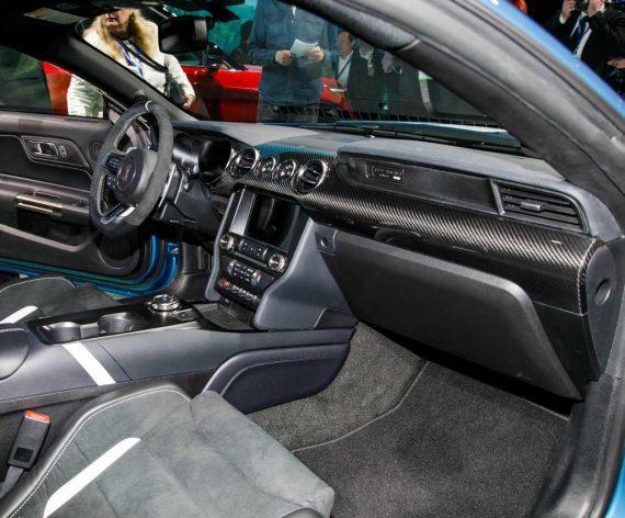 салон Форд Мустанг Shelby GT500 2020