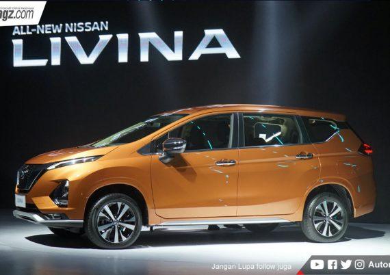 Nissan Livina сбоку