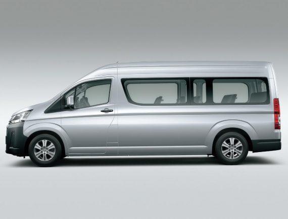 новый Toyota Hiace 2019 – 2020 сбоку
