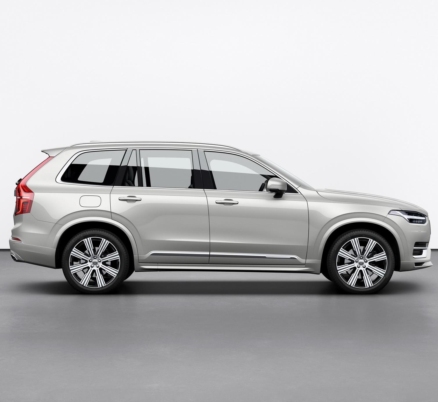 Volvo XC90 2021 сбоку