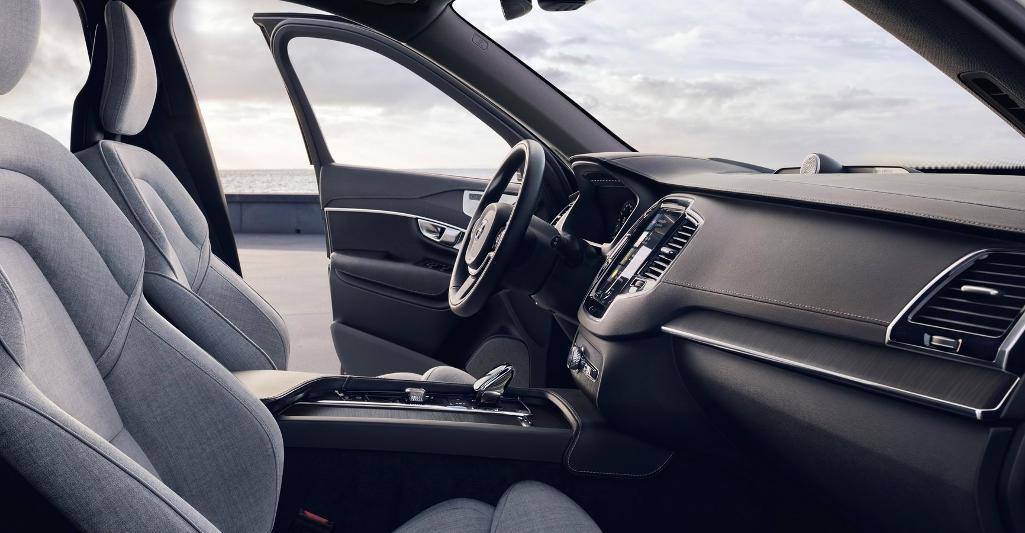 салон Volvo XC90 2021 фото