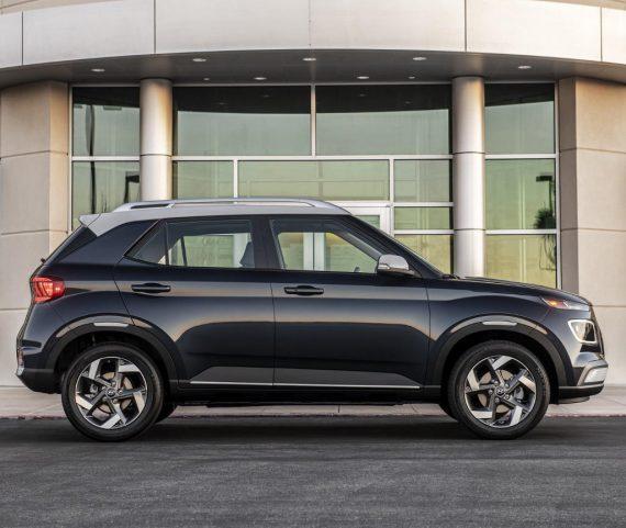 Hyundai Venue сбоку