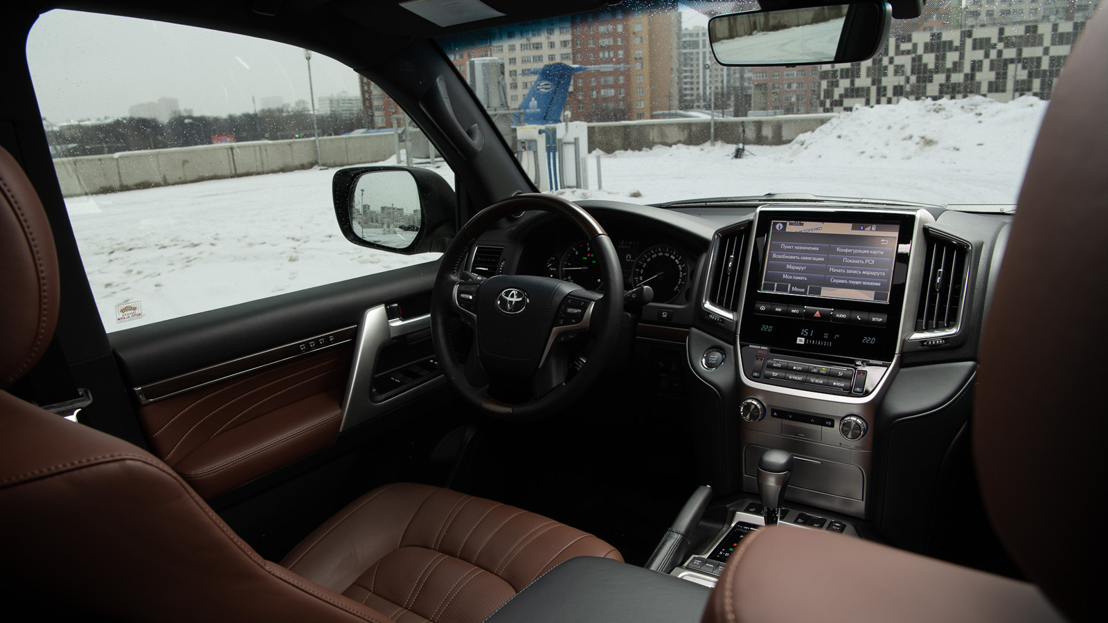 фото салона Toyota Land Cruiser 200 2020