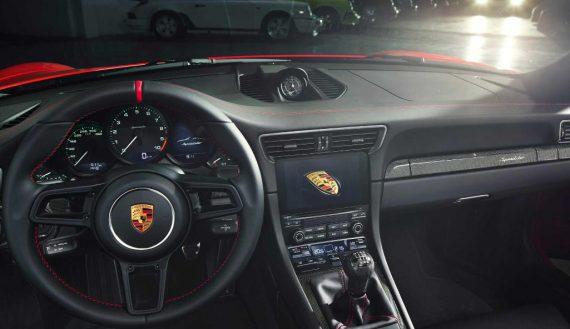 салон Porsche 911 Speedster 2020