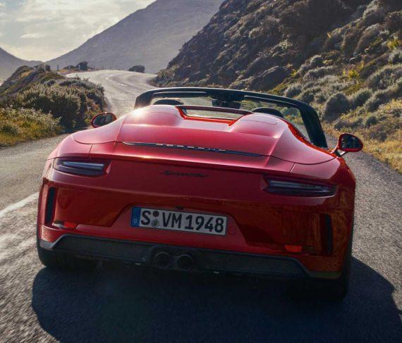 задняя часть Порше 911 Speedster 2020