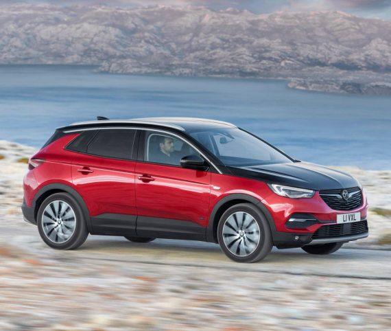 фото Opel Grandland X Hybrid4 сбоку