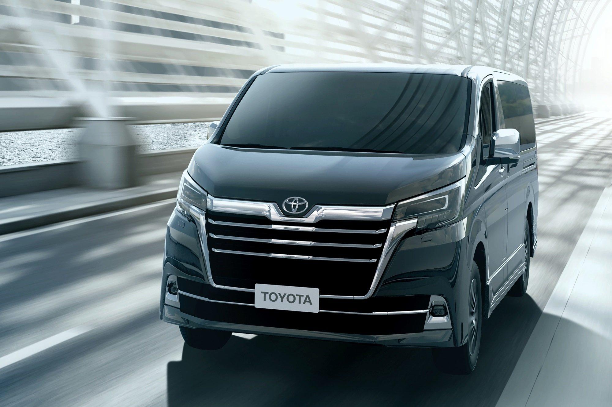 Новый микроавтобус Toyota Granvia 2020 (фото, цена, характеристики)