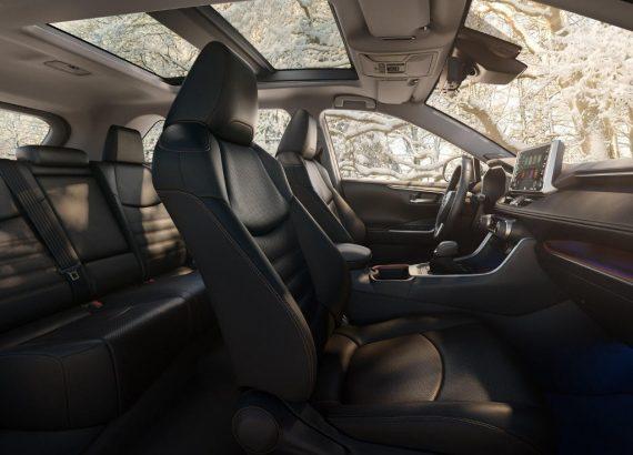 фото интерьера Toyota RAV4 2019