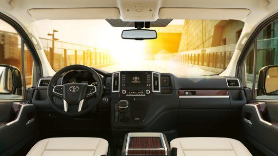 салон Toyota Granvia 2020