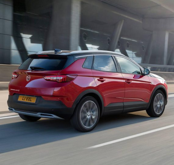 задняя часть Opel Grandland X Hybrid4