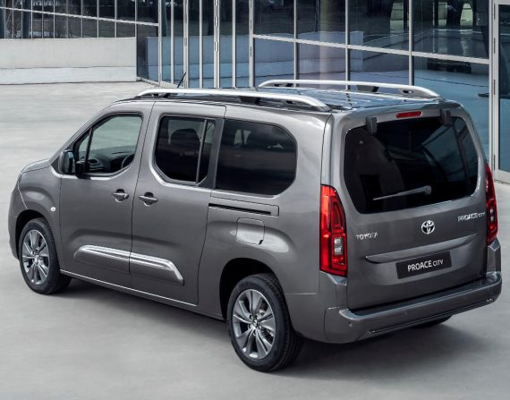 задняя часть Toyota ProAce City фото