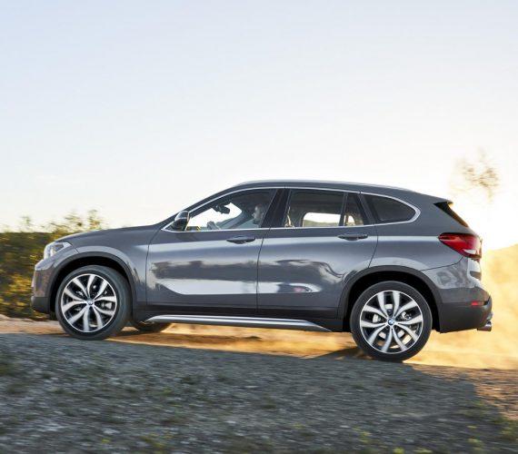 BMW X1 2020 сбоку