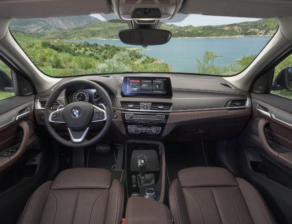 салон BMW X1 2020 фото