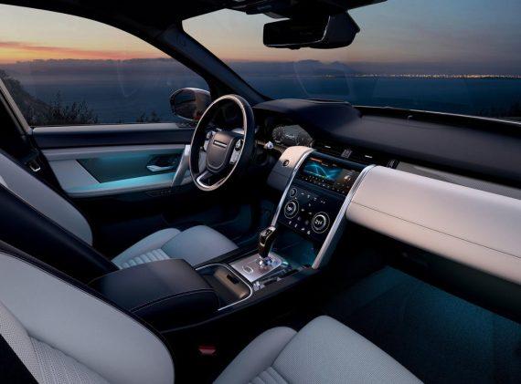 салон Land Rover Discovery Sport 2020 фото