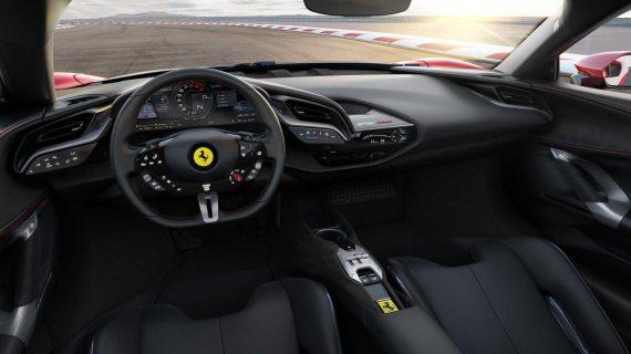 салон суперкара Ferrari SF90 Stradale