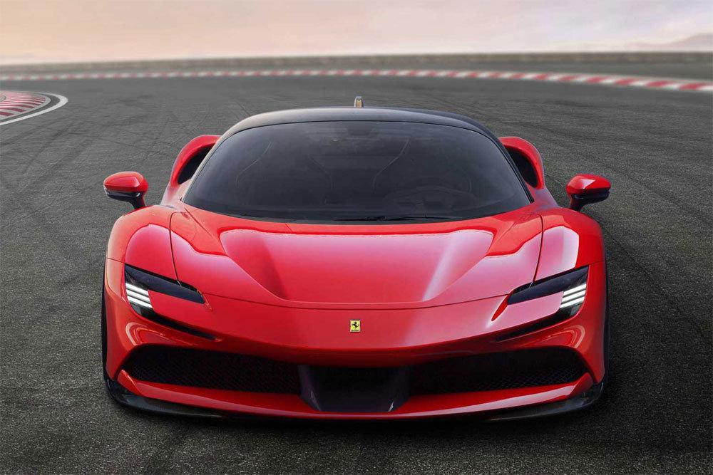 Фото суперкара Ferrari SF90 Stradale 2020 модельного года
