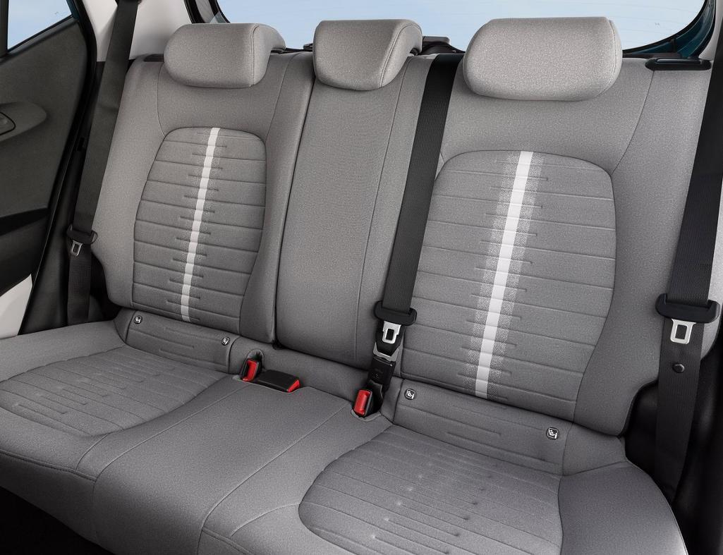интерьер Hyundai i10 2020