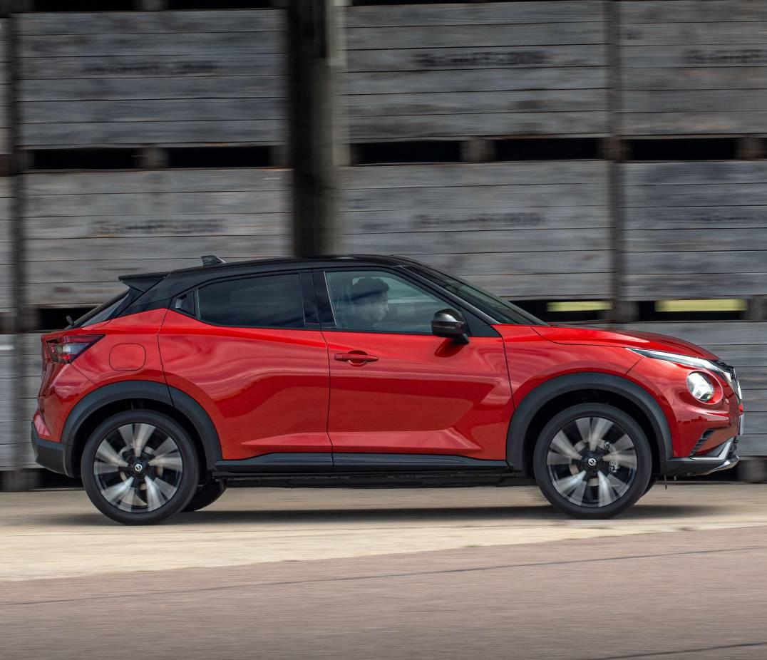 новый Nissan Juke 2020 года сбоку