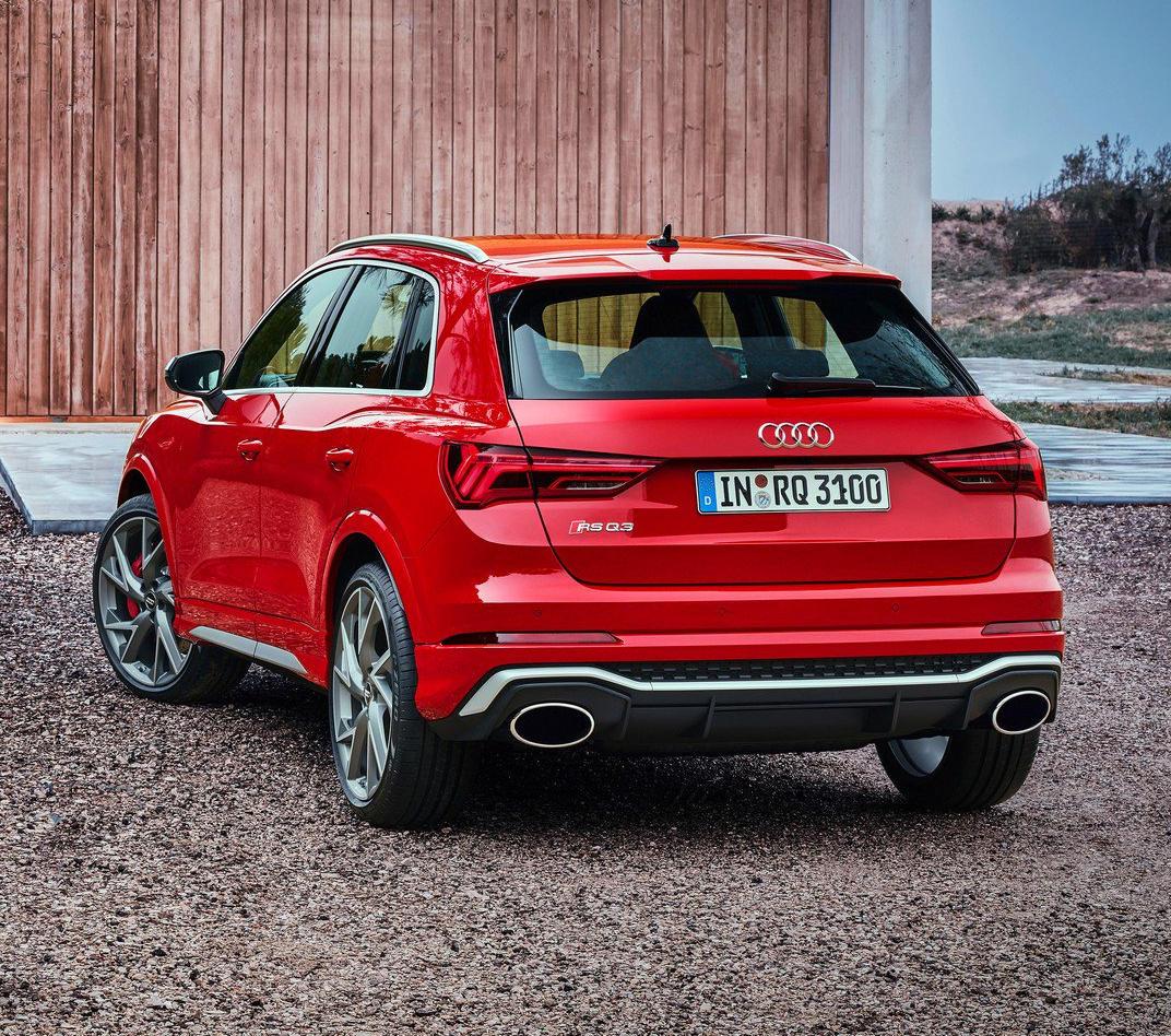 задняя часть Audi RS Q3 2020