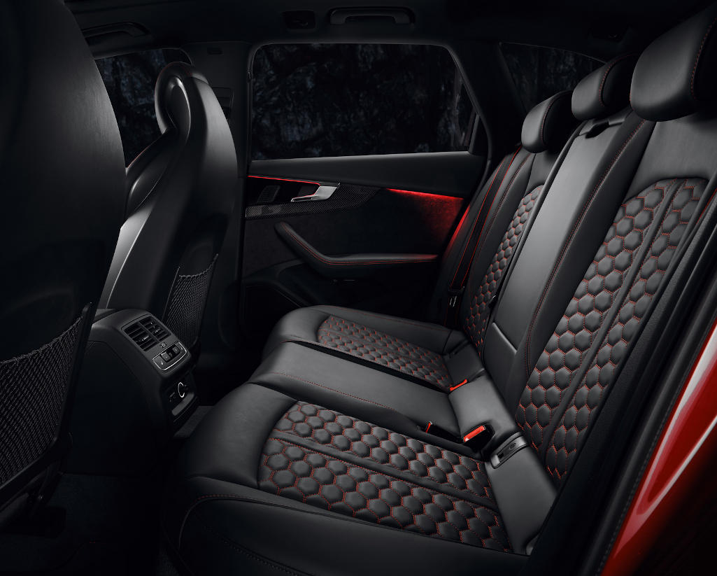 интерьер Audi RS4 Avant 2020