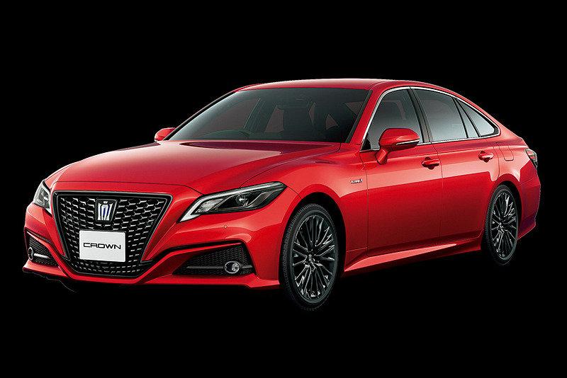 красный Toyota Crown Sport Style 2020
