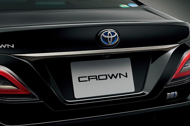 крышка багажника Toyota Crown Sport Style 2020