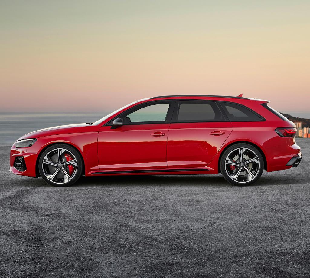 новая Audi RS4 Avant 2020 сбоку