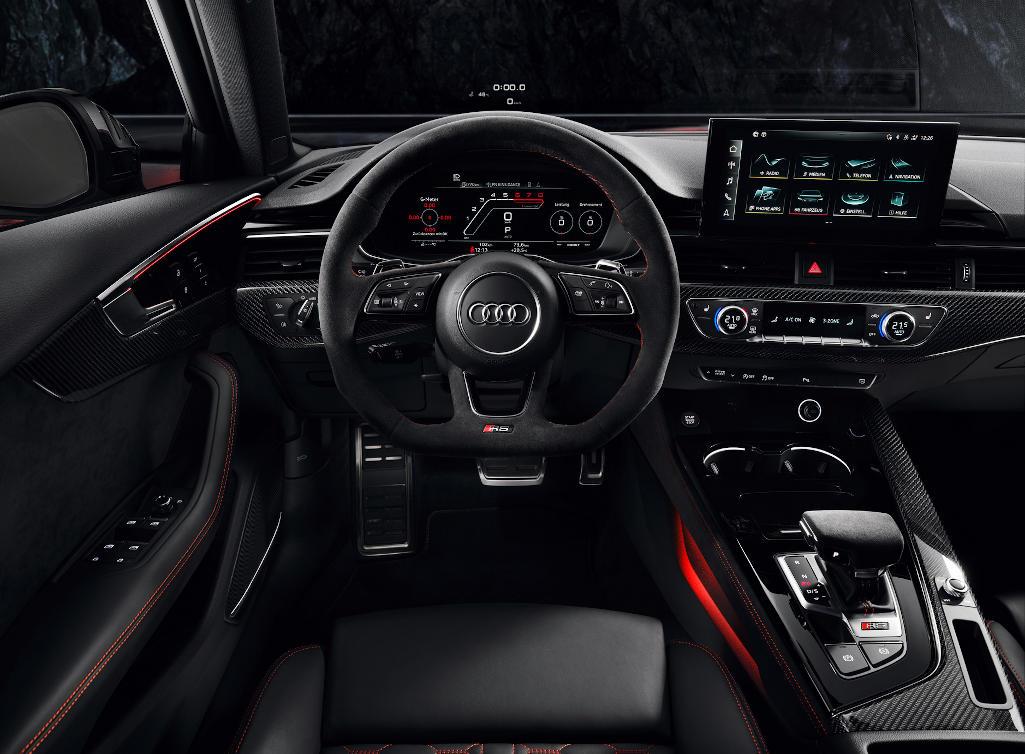 салон Audi RS4 Avant 2020