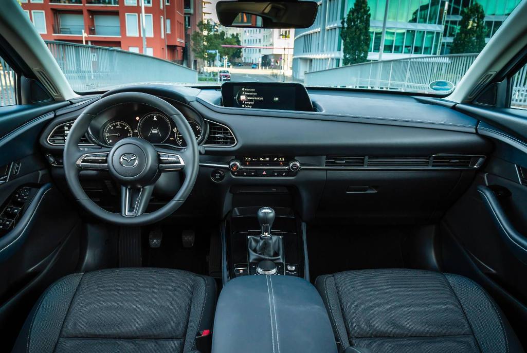 салон Mazda CX-30 фото