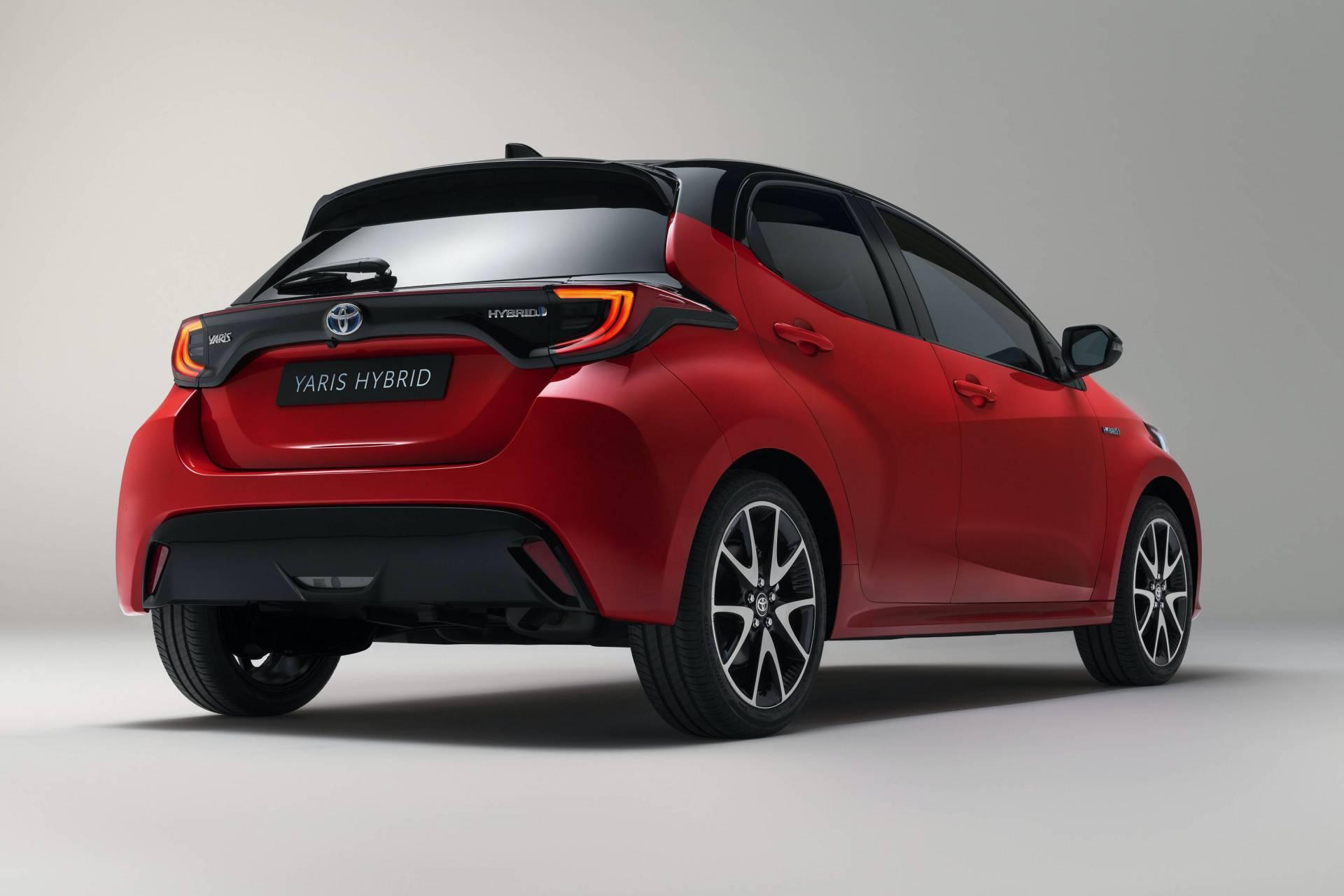 задние фонари Toyota Yaris 2020