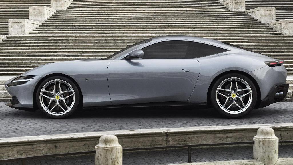 Ferrari Roma 2020 сбоку