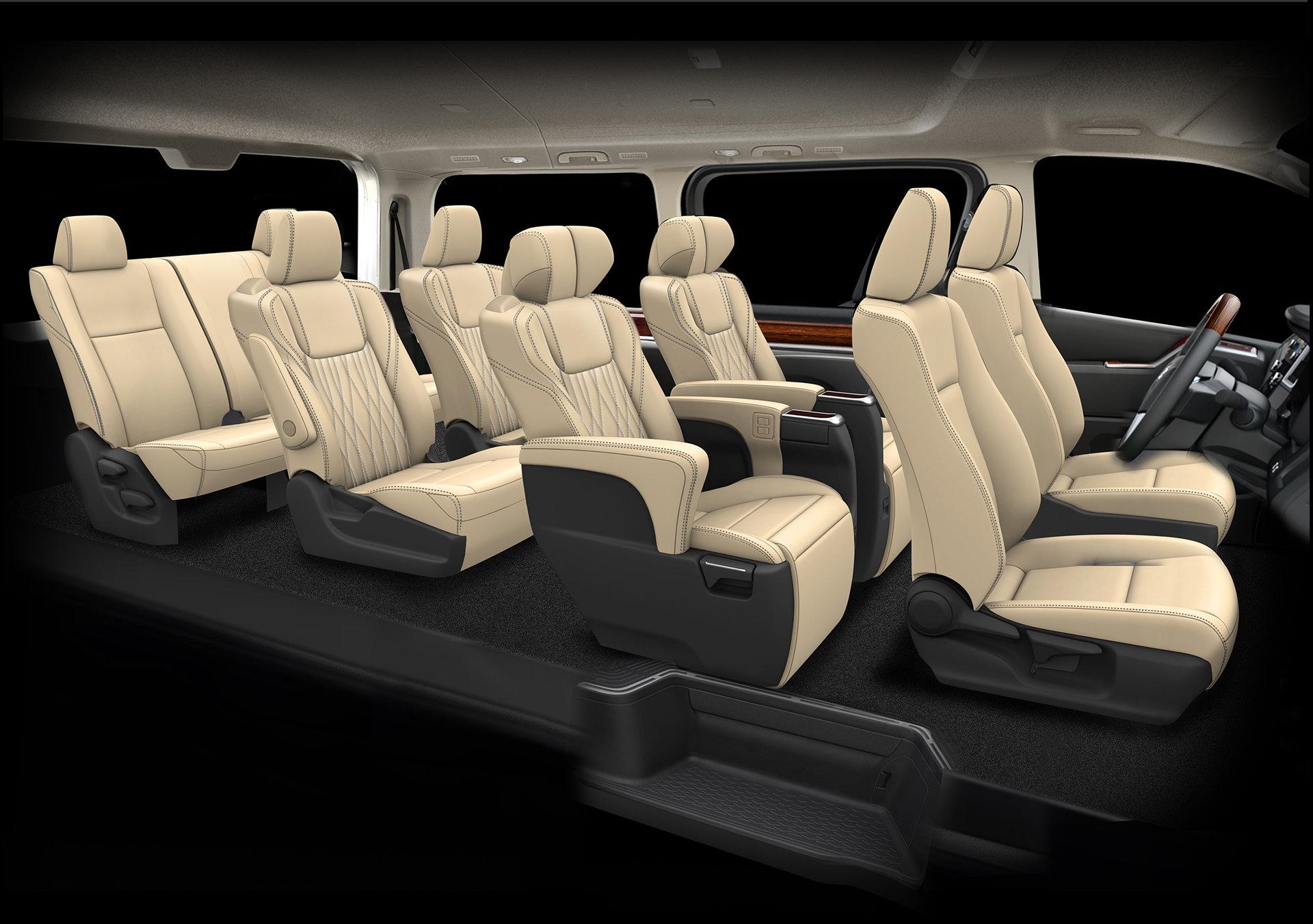 интерьер Toyota GranAce 2020