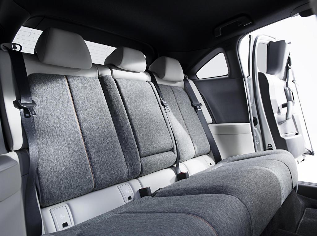 Mazda MX-30 2020 интерьер