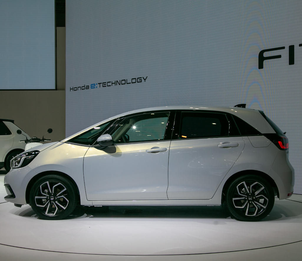Новый Honda Fit 2020 сбоку