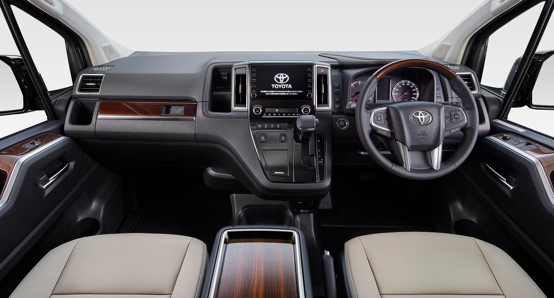 салон Toyota GranAce 2020