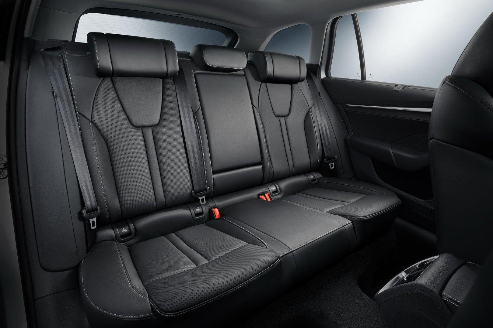задние сидения Skoda Octavia 2020