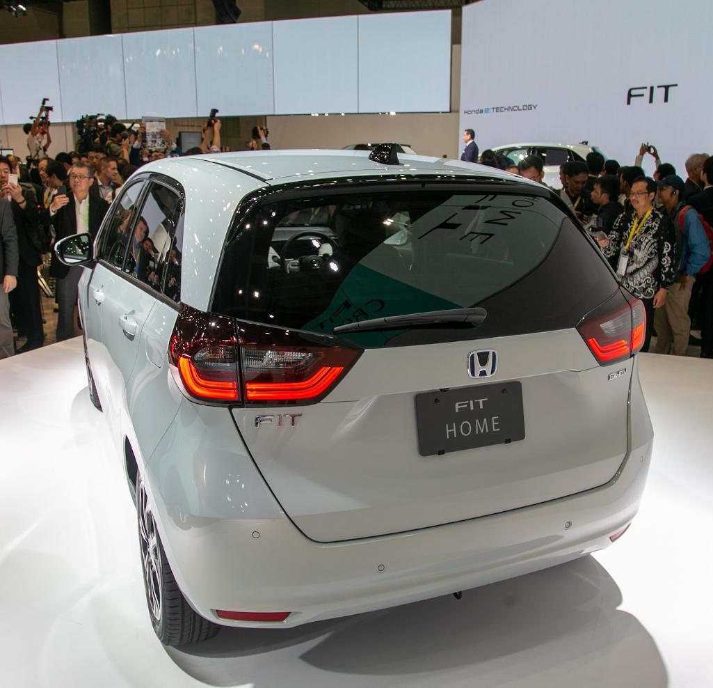 задняя часть Honda Fit 2020