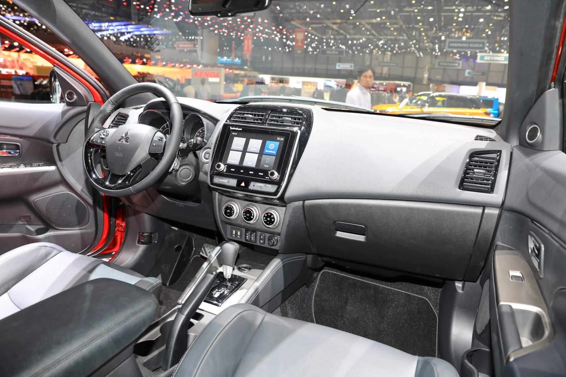 фото салона Mitsubishi ASX 2021 года