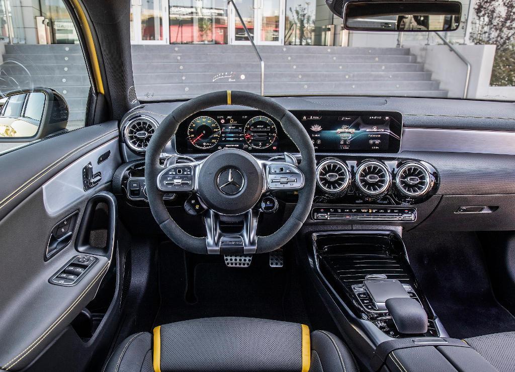 салон Mercedes-AMG A 45 S 2020 фото