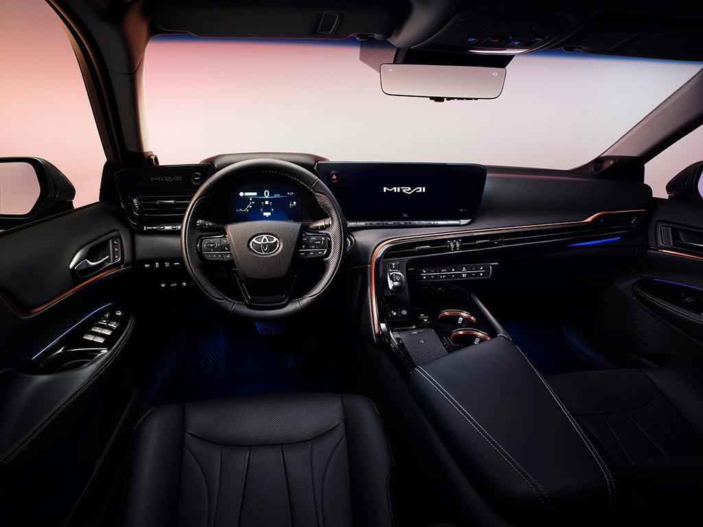 интерьер Toyota Mirai 2021