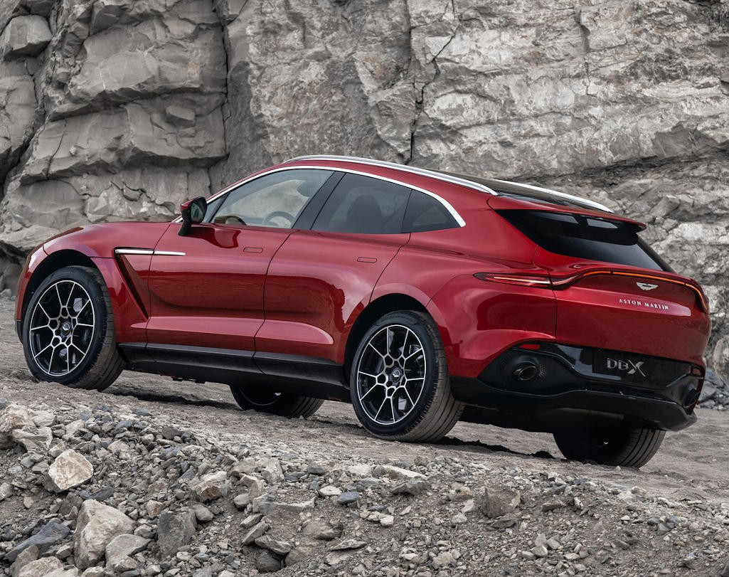 Aston Martin DBX сбоку